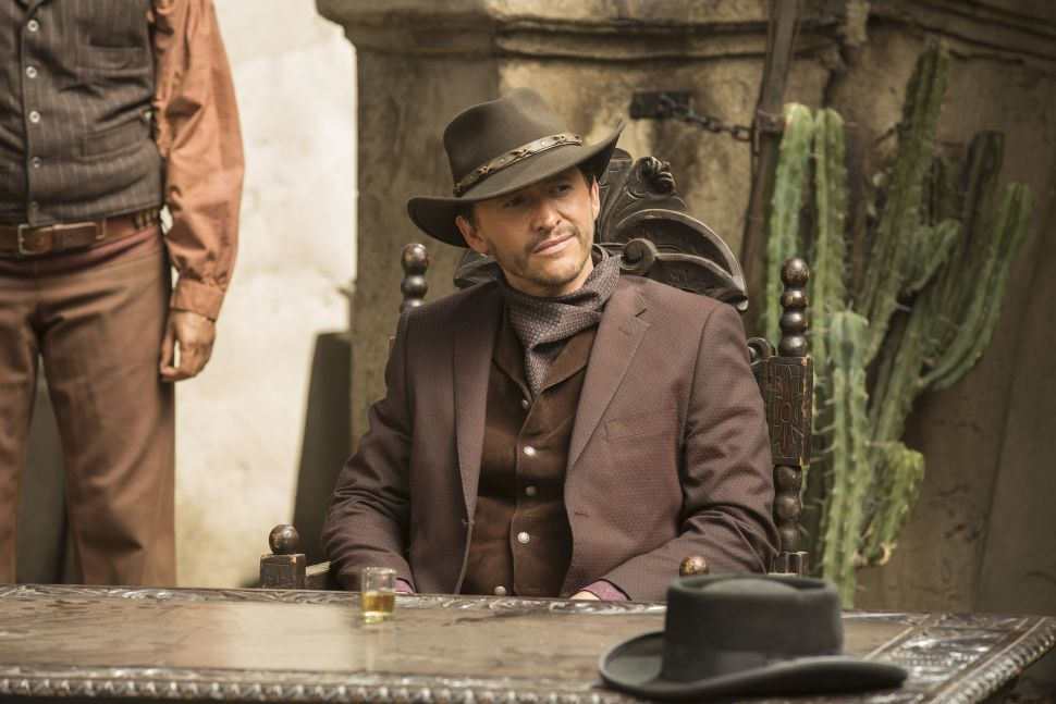 Clifton Collins Jr. playing Lawrence/El Lazo in Westworld.